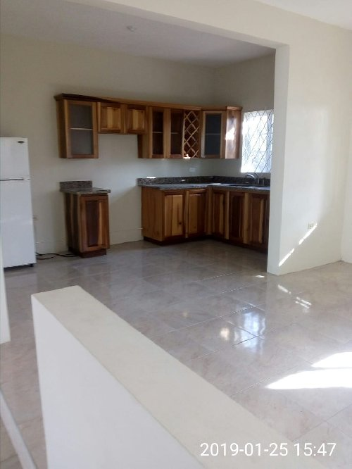 3 Bedroom Townhouse (FOR SALE)