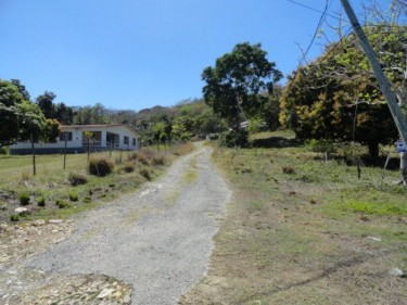 3 BEDROOM 3 BATH ON 1/2 ACRE IN RURAL SETTING