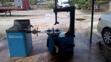 Tyre Changer And Wheel Balancing