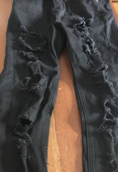 FOREVER21 BLACK RIPPED JEANS SIZE 25