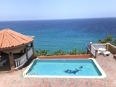 Gorgeous Fully Furnished 3 Bedroom Ocean Front Pad