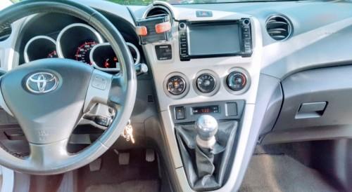 2009 White Toyota Matrix XRS