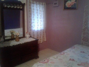 1 Bedroom/ Shared Facilities For FEMALE Student