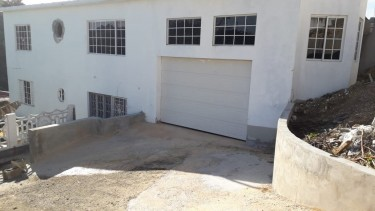 Beautiful 5 Bedroom 2 Car Garage Private Home