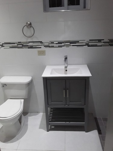Lovely Remodeled 1 Bedroom 1 Bathroom In Kgn 10
