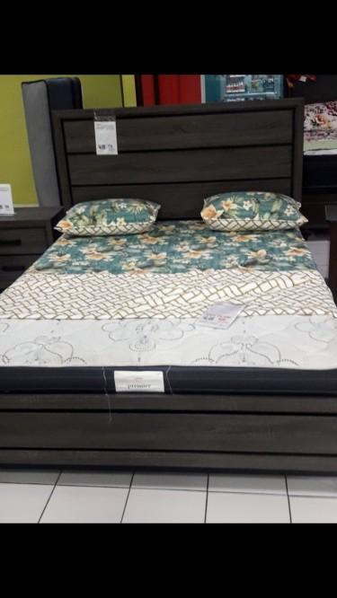 Bedroom Set Dresser & Bedframe Furniture Pembroke Hall