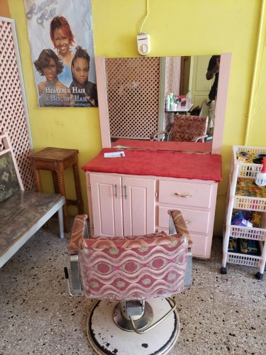 1 Hairdresser Chair And Shop Space