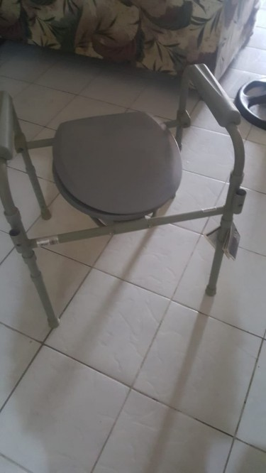 Commode - Good As New