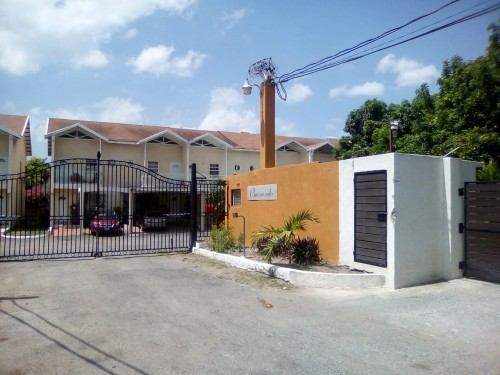 3 Bedrooms 4 Bathrooms Town House