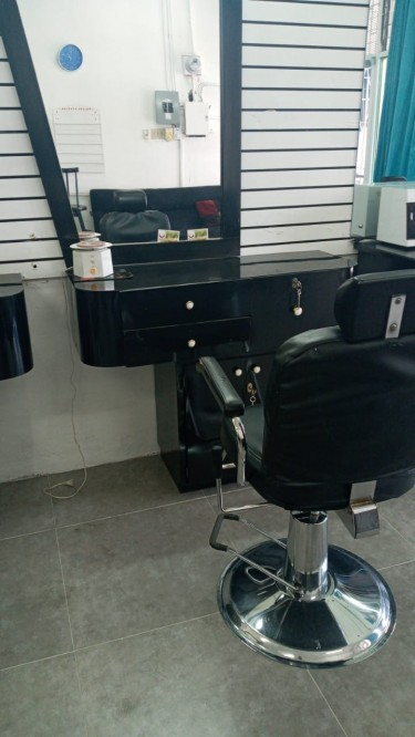 Hair Dresser/Barber Stations For Rent