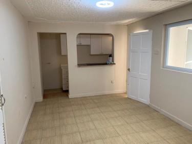 1 Bedroom Studio Apartment Apartments Long Lane / Bridgemount