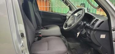 2015 Toyota Regiuace (Hiace)