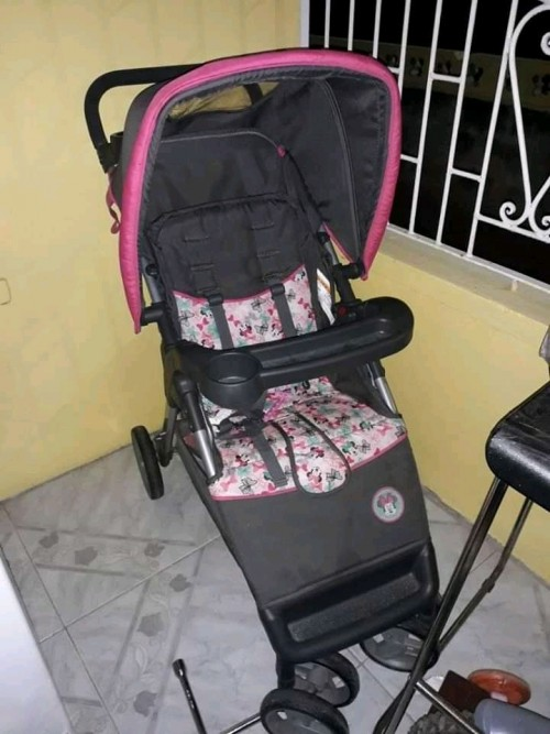 BRAN NEW DISNEY MINI MOUSE GIRL STROLLER 12K