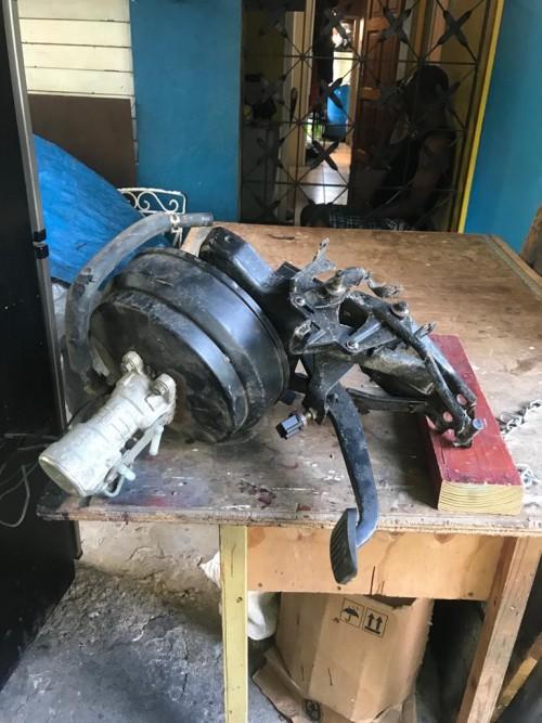 2000 Izuzu 3 Ton Truck Brake Bootser