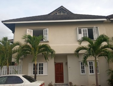 Centrally Located 2 Bed W/Attic 3 Bath Townhouse Apartments Liguanea