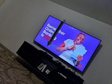 SAMSUNG 82 INCH QLED CRACKED SCREEN MAKE OFFERS