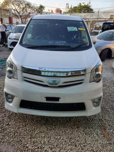 Newly Imported  2012 Noah SI Vans & SUVs Mobay