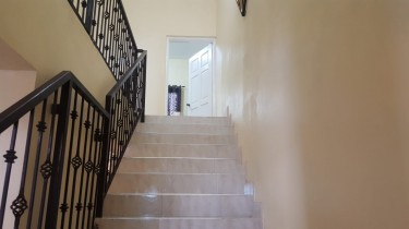 2 Bedrooms 2.5 Baths Apartment For Rent