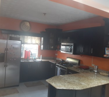 3 Bedrooms & 2.5 Bathroom Townhouse - Beverly Dale