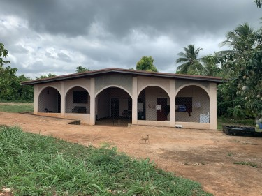 5 Bedroom House On 6 3/4 Acre Land