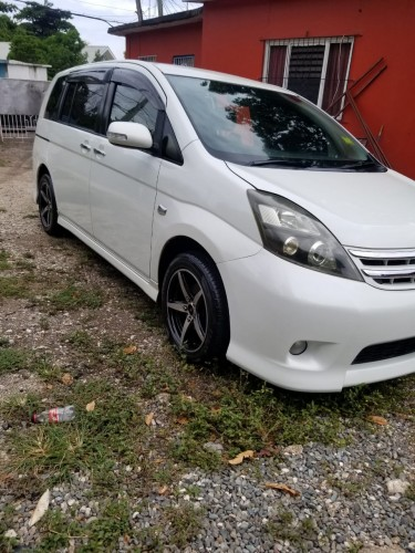 2013 Toyota Issis