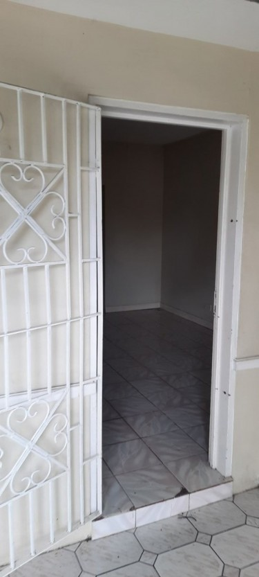 2 Bedrooms & 1 Bath House - St. Mary
