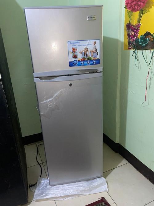 Refrigerator- 9.7 Cubic