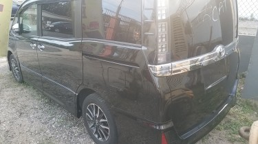 2016 Toyota Voxy Fully Loaded