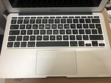 MacBook Air Laptop I5/ 4GB/ 256SSD