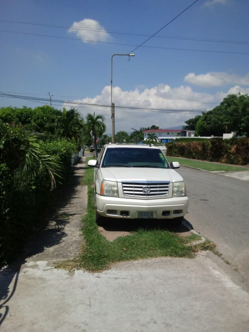 2003 Cadillac Escalade