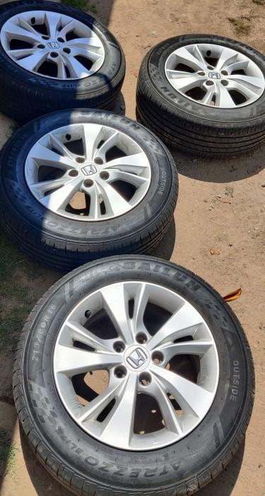 Wheel Set (pre-owned) Honda Wheels (215/60/R16)