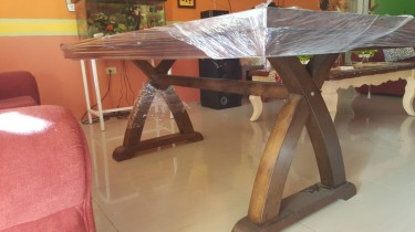 Roshley 6-Seater Dining Table Only