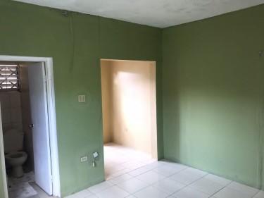 1 Bedroom Studio Flat - Meadowvale